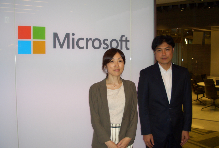 Ms.Ieda and Mr.Inoue in front of Microsoft entrance